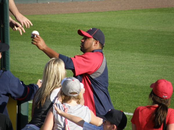 Jose Mijares signed autographs for fans for several minutes before the game