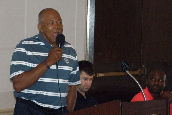 Tony Oliva speaking to fans at the Breakfast event Saturday