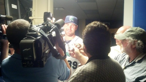 Mike Pelfrey addresses the CR media (including a scruffy looking blogger in a faded ballcap)