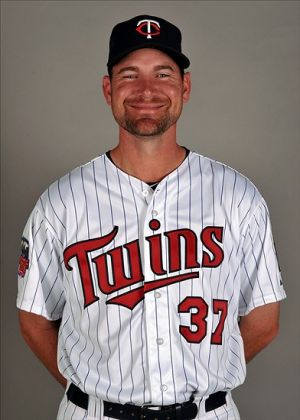Mike Pelfrey is all smiles after Gardy and Glen Perkins prank him in the clubshouse. Photo Credit: Steve Mitchell-USA TODAY Sports