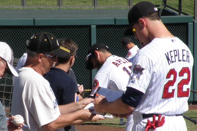Max Kepler signing autographs