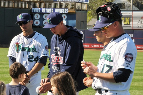 (L-R) Zack Larson, Stephen Gonsalves, Zach Granite and CK Irby sign autographs on the field after a Kernels game on April 26