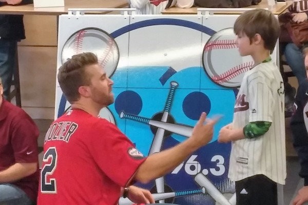Brian Dozier playing some Tic Tax Toe with a young fan